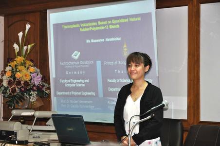 Maswanee Narathichat präsentiert ihre Forschungsergebnisse