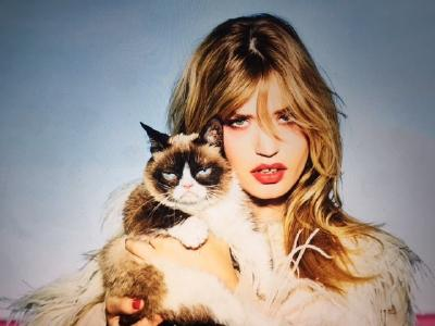 """Cat and kitten: """"Grumpy Cat"""" and top model Georgia May Jagger are the stars of the new Opel calendar"""