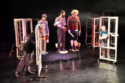 """Szene aus dem Stück """"Der DreigroschenOpa"""", das in dieser Saison im Rahmen des Kulturrucksackes gespielt wird"""