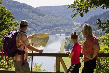 Blick von der Teufelskanzel bei Eberbach ins Neckartal
