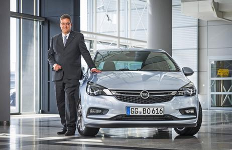 Vice President Vehicle Engineering, Europe; Vorstandsmitglied der Adam Opel AG