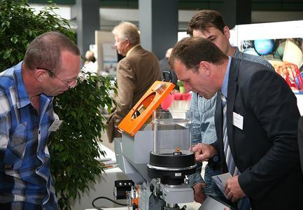 """Neue Trends und Produkte kennen lernen: Diese Möglichkeit bot ihren Teilnehmern die 14. Fachtagung """"Fortschritte in der Kunststofftechnik""""  an der Hochschule Osnabrück"""