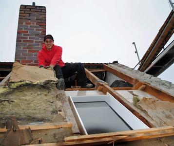 Alte Dachfenster und die alte Wärmedämmung zu ersetzen, macht sich bezahlt – unter finanziellen wie auch unter wohnklimatischen Aspekten.