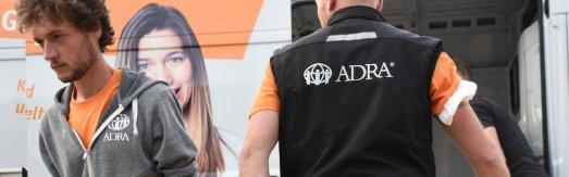 Ehrenamtliche und Hauptamtliche zahlreicher Hilfsorganisationen arbeiten zusammen, um den Wiederaufbau nach der Flutkatastrophe in Rheinland-Pfalz und NRW voranzubringen