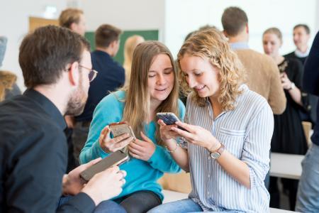 Einen spielerischen Zugang zur Volkswirtschaftstheorie ermöglicht die Software classEx, die an der Universität Passau erprobt und inzwischen für den Einsatz an Schulen weiterentwickelt wurde. Fotos: obx-news/Universität Passau
