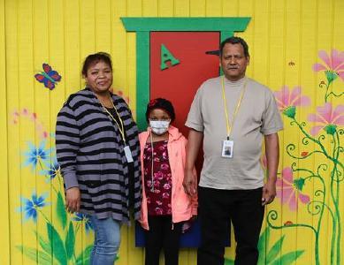 Valeria Vargas-Olmedo (11) mit ihren Eltern © Foto: Loma Linda University Health