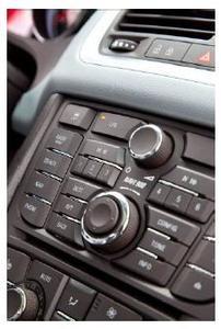 Ein neuer Schalter im Cockpit macht den Wechsel zwischen beiden Betriebsarten leichter denn je. Er befindet sich in gut erreichbarer Position im zentralen Bedienfeld. Ein integriertes Licht zeigt an, wenn sich das Fahrzeug im LPG-Modus befindet. Es erlischt, sobald auf den Benzin-Modus umgeschaltet wird