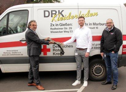 Auf dem Foto zu sehen von rechts nach links Herr Betz Geschäftsführer des DRK Mittelhessen, Herr Quandel Mitarbeiter DRK Mittelhessen, Herr Sanchez Geschäftsführer der Tie Solution GmbH