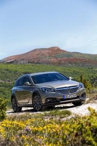 Neuer Opel Insignia Country Tourer: Top-Sports Tourer mit athletischer Figur und SUV-Charakter