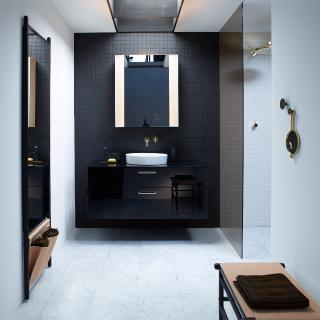Aus der Zusammenarbeit zwischen burgbad und dem Forschungsinstitut Bartenbach ist mit dem RL40 Room Light eine innovative Neuentwicklung von Spiegelschränken und Leuchtspiegeln für die individuell optimierbare Ausleuchtung des kompletten Raums entstanden (Foto: burgbad)