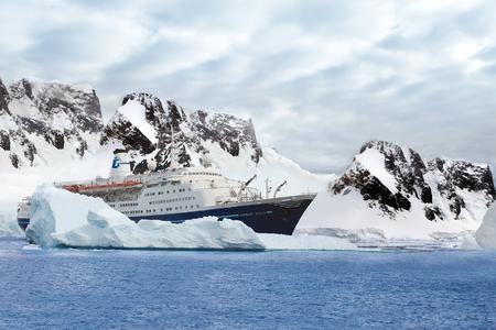 Im November legt die Marco Polo zu vier Kreuzfahrten in die Antarktis ab. Vorab wurde Transocean Tours in die renommierte Vereinigung der Antarktis-Spezialisten, IAATO, aufgenommen