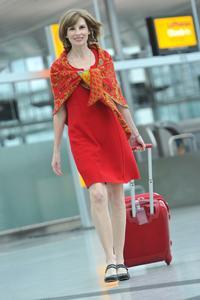 Schauspielerin Maria Bachmann geht gut gelanut auf Reisen. Sie setzt ganz bewusst auf Mineralien zur Entsäuerung