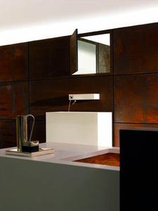Facewash - ein Ort der Reinigung und Erfrischung: verborgener Spiegel und IAM Waschtisch-Wand-Einhandbatterie (Ausladung 185 mm).
