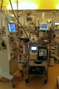 Intensivstation MHH viel Technik