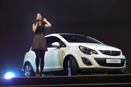 Opel-Markenbotschafterin und Eurovision Song-Contest-Siegerin Lena Meyer-Landrut, präsentierte den neuen Opel Corsa Satellite rund 1200 Opel-Händlern in Mainz