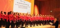 Der Hamburger Mädchenchor der Staatlichen Jugendmusikschule Hamburg bei der Eröffnung der Trägerversammlung und Hauptarbeitstagung des VdM am 4. Mai 2018 in der Elbphilharmonie / Foto: VdM/Schäfer