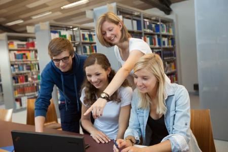 Teamarbeit in der Bibliothek der Technischen Hochschule Wildau, © TH Wildau / Clemens Barth