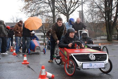 Wenn der Campus zur Rennstrecke wird: An der Hochschule Osnabrück traten fünf studentische Teams gegeneinander an