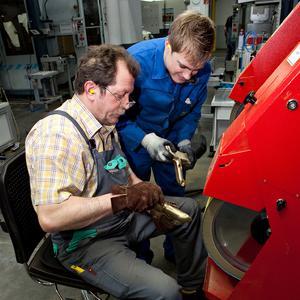 Anerkennung für das große Engagement und die hohe Leistungsbereitschaft: Die Mitarbeiterinnen und Mitarbeiter an den deutschen Standorten der Hansgrohe AG erhalten 2011 die Rekordprämie von 1,6 Mio. Euro