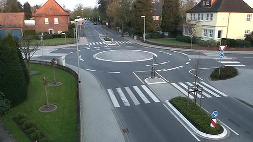 Minikreisverkehre haben sich laut einer Studie der BASt im innerörtli-chen Bereich bewährt (Bild: TU Dresden)