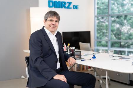 """""""Das Deutsche Medizinrechenzentrum präsentiert sich mit der Umsetzung der eVerordnung einmal mehr als Innovationsführer und Mitgestalter des Marktes"""", sagt Georg Mackenbrock, einer der drei DMRZ.de-Geschäftsführer."""