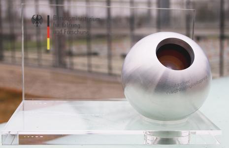 Den deutschen Nachhaltigkeitspreis verliehen vom Bundesministerium für Bildung und Forschung gewinnt in diesem Jahr das Forschungsverbundprojekt ZINEG