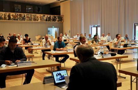 Mitglieder der Vollversammlung in der Eninger HAP-Grieshaber Halle