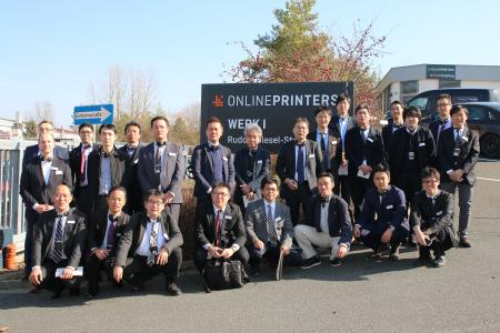 A delegation of the Japan Business Forms Association learned many things about the business model of the market leader Onlineprinters during their visit. The tour was organised by Horizon and the Printing and Publishing Institute Japan / Copyright: Onlineprinters GmbH