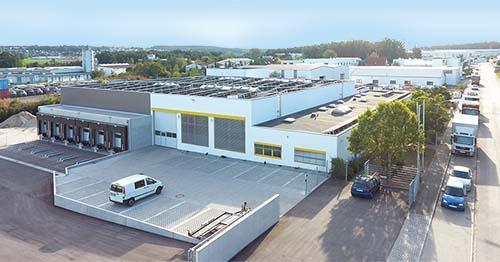 Das Bestandsobjekt in Cadolzburg, Gewerbestraße 10, verfügt über rund 2.200 m2 Hallenfläche, Bild: FUCHS & Söhne GmbH