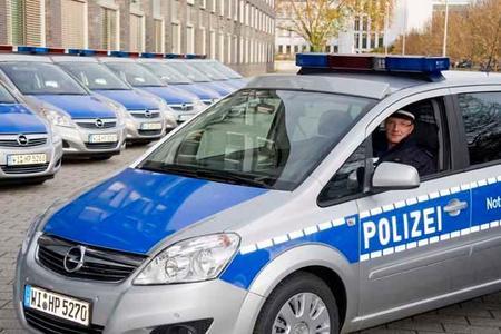 100 weitere Opel Zafira werden in den Dienst der hessischen Polizei gestellt. Mit Xenon-Blitzlampen wird die Sicherheit verbessert, mit Signalhörnern, die nicht mehr auf dem Dach, sondern im Motorraum eingebaut sind, der Arbeitsschutz