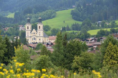 Österreich Dorf mit Kirche