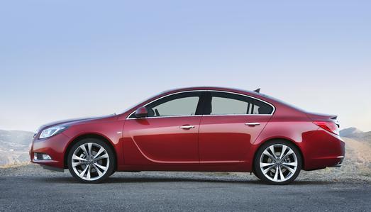 Europas Auto des Jahres 2009 ist auch erste Wahl bei den Autokäufern Europas: Dank eines fulminanten Marktstarts des neuen Insignia setzt sich Opel in Europa an die Spitze im Mittelklasse-Segment.