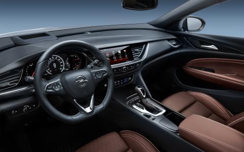 Opel Insignia Country Tourer: Zum Wohlfühl-Ambiente tragen neben dem klar gestalteten, auf den Fahrer ausgerichteten Cockpit die AGR-zertifizierten Premium-Ergonomie-Frontsitze bei