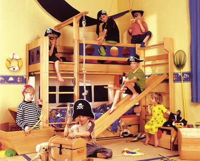 piratenalarm bei de breuyn de breuyn m bel gmbh. Black Bedroom Furniture Sets. Home Design Ideas