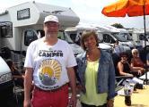 WoMo Konvoi Initiator Dieter Goldschmitt mit SWR Morderatorin Annette Krause (Foto: DCI)