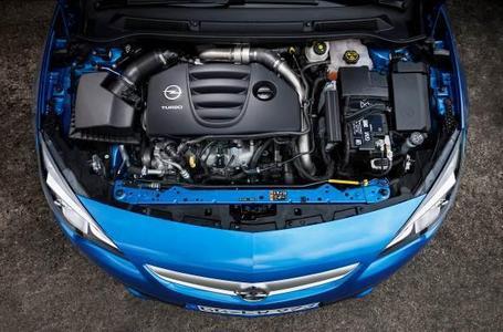 Der Zweiliter-Turbo-Direkteinspritzer aus Vollaluminium im neuen Astra OPC beeindruckt mit dem Spitzenwert von 280 PS und maximalem Drehmoment von 400 Nm. Das neue Hochleistungscoupé den Sprint von null auf 100 km/h in exakt 6,0 Sekunden