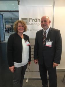 Foto 3: Tandem-Vortrag: Yvonn Hürten (Hürten non profit management) und Edmund Fröhlich (Fröhlich Management) informierten auf der ConSozial 2017 über das Thema Führungskräfte auf Zeit. Foto: FM
