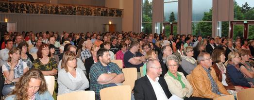 Über 500 Handwerker aus den Landkreisen Freudenstadt, Reutlingen, Sigmaringen, Tübingen und Zollernalb waren zu den parallel stattfindenden Informationsveranstaltungen nach Trochtelfingen und Eningen gekommen.