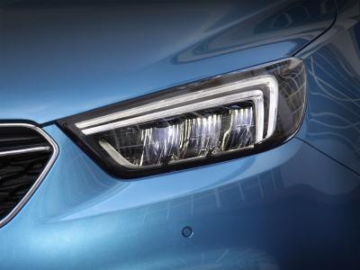 AFL LED für Mokka X und Zafira : Macht die Nacht zum Tag: Das für den neuen Opel Zafira und den Opel Mokka X (Foto) erhältliche adaptive Fahrlicht AFL mit LED-Technologie passt die Ausleuchtung automatisch an die jeweilige Fahrsituation an © GM Company