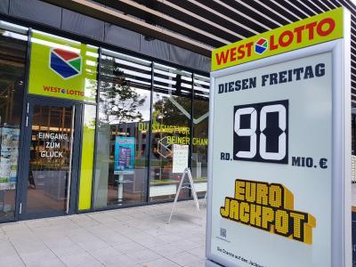 Bei der ersten Ziehung der Lotterie Eurojackpot im April (3.4.) liegt der Eurojackpot bei seiner maximalen Jackpotsumme von 90 Millionen Euro. Mehr geht nicht! Außerdem gibt es einen Überlauf in die zweite Gewinnklasse, wo ein weiterer Jackpot von 17 Millionen Euro wartet / Bild: Bodo Kemper