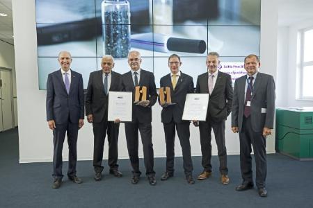 Karim Kudsi (3.v.l.) und Prof. Dr. Michael Herzog (4.v.l) erhielten gemeinsam den Seifriz-Preis 2017 des deutschen Handwerks. © handwerk magazin