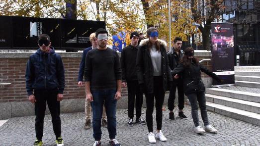 Vier deutsche und fünf syrische Schüler aus München inszenierten Vertrauen