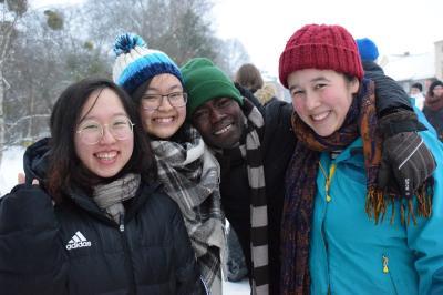 """Bild des Fotowettbewerbs der """"ErasmusDays"""" von Anh Hoang Phuong (links), Studentin der HSB: """"Gemeinsame Erfahrungen, gemeinsame Ziele und gemeinsame Träume bringen einen voran – nicht die Definition von Ländergrenzen."""""""