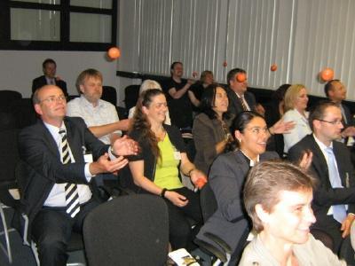 Seminarteilnehmer jonglieren