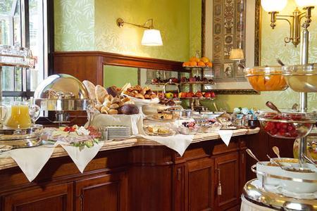 Frühstücksbuffet im Montebello Splendid Hotel in Florenz, buchbar über www.Hotels.com