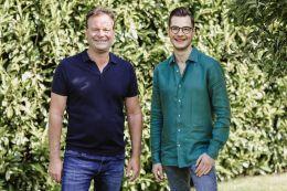 Schauen behutsam nach vorn: Die Wikinger-Geschäftsführer Daniel Kraus (li.) und Janek Kraus. Ab November sind alle Mitarbeiter des Veranstalters wieder auf voller Stundenzahl.