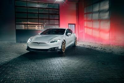Der von NOVITEC veredelte Tesla S mit Pirelli P Zero Reifen