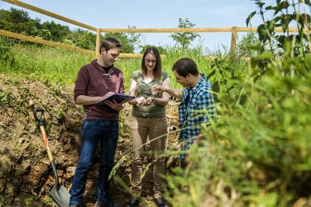 Neben Seminaren stehen Gelände- und Laborpraktika sowie zahlreiche Exkursionen zu nationalen und internationalen Zielen auf dem Semesterplan des Masters »Boden, Gewässer, Altlasten«