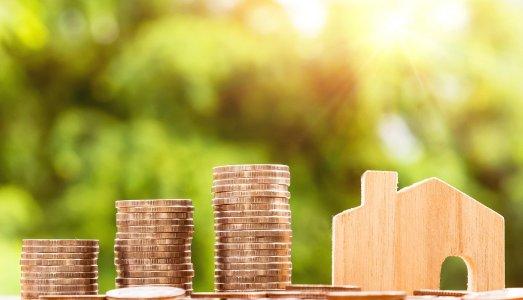 Durch einen Teilverkauf der Immobilie hat man mehr Geld zur Verfügung und kann trotzdem im Eigenheim wohnen bleiben.