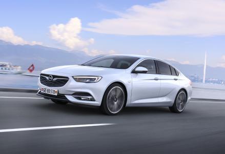 Messestar: Der neue Opel Insignia Grand Sport feiert in Genf Weltpremiere